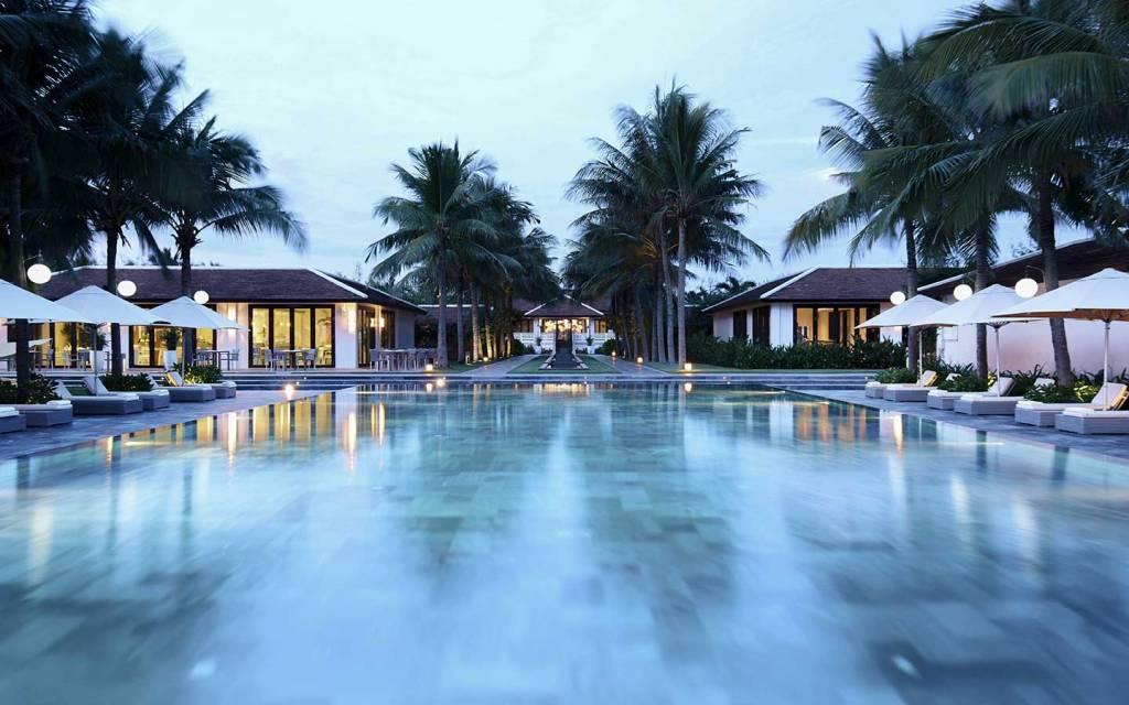 Vista del resort desde la piscina en TIA Wellness Resort, Danang, Vietnam